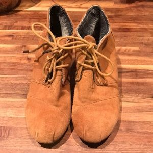 Toms leather booties
